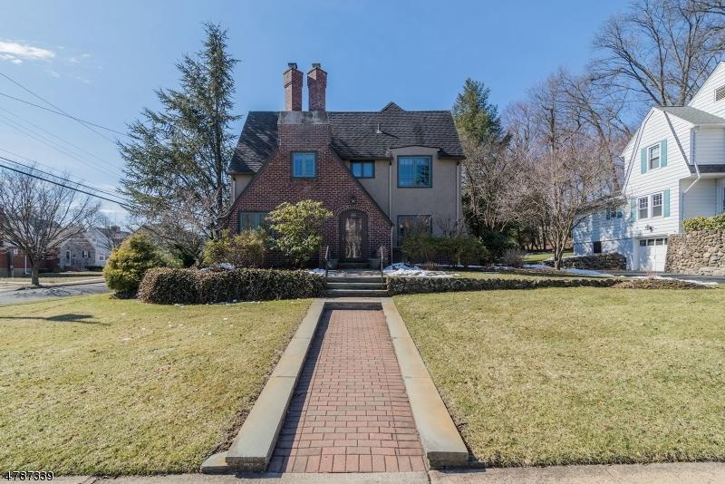 Casa Unifamiliar por un Venta en 24 Eton Place Glen Rock, Nueva Jersey 07452 Estados Unidos