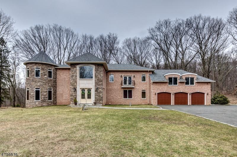Maison unifamiliale pour l Vente à 743 Macopin Road West Milford, New Jersey 07480 États-Unis