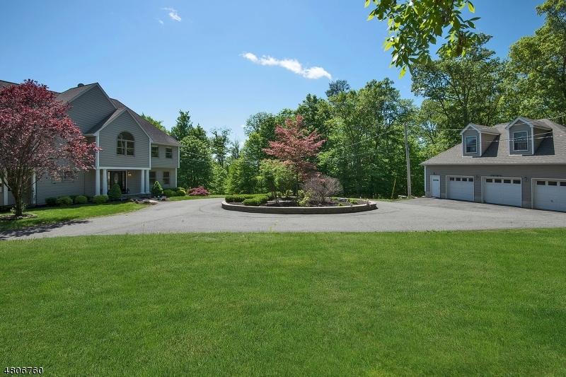 Maison unifamiliale pour l Vente à 85 Chincopee Road Jefferson Township, New Jersey 07849 États-Unis