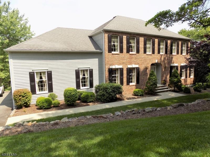 独户住宅 为 销售 在 19 OCTOBER HILL Road Jefferson Township, 新泽西州 07438 美国