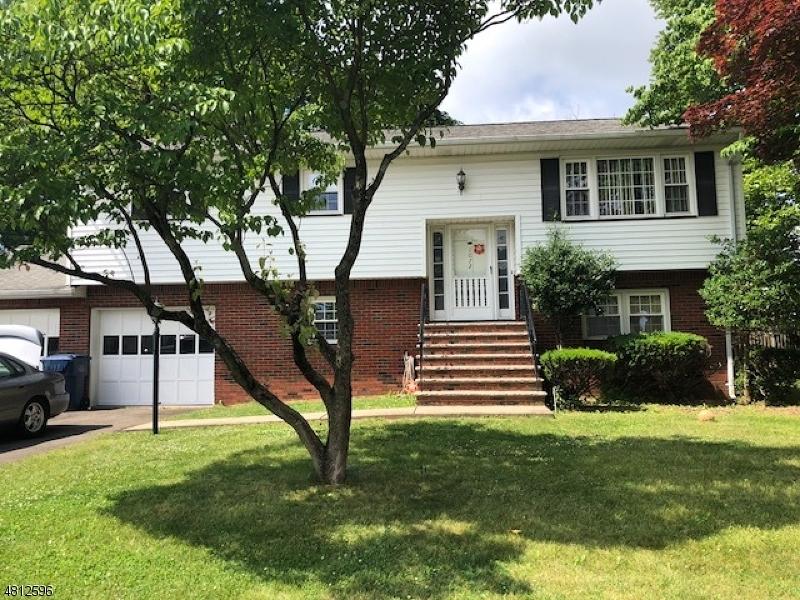 独户住宅 为 销售 在 1072 GROVE Street 北布伦瑞克, 新泽西州 08902 美国