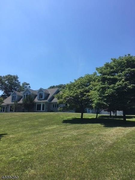 Maison unifamiliale pour l Vente à 8 McConachy Lane Blairstown, New Jersey 07825 États-Unis