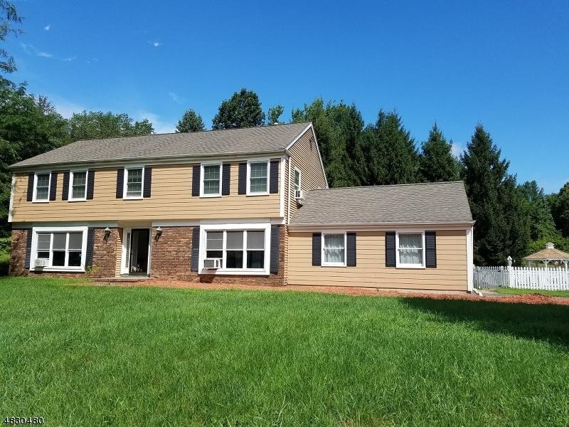 Casa para uma família para Locação às 30 MEREDITH Drive Sparta, Nova Jersey 07871 Estados Unidos