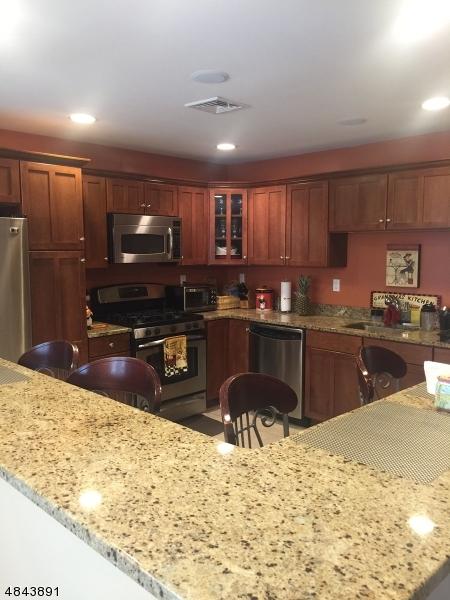 Property для того Продажа на 10 FERNDALE Lane Hardyston, Нью-Джерси 07419 Соединенные Штаты