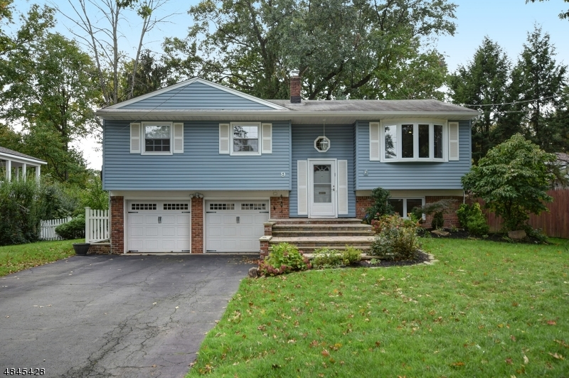 Single Family Home for Sale at 9 BYRON Lane Fanwood, New Jersey 07023 United States