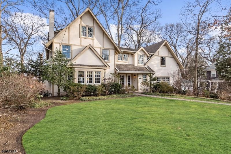 Частный односемейный дом для того Продажа на 91 CREST Road Ridgewood, Нью-Джерси 07450 Соединенные Штаты