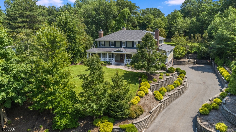 Single Family Home for Sale at 17 Farbrook Drive 17 Farbrook Drive Millburn, New Jersey 07078 United States