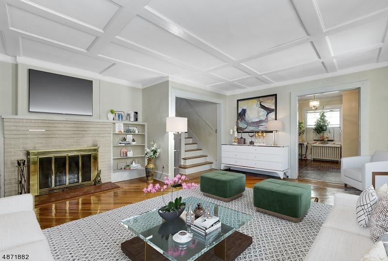 Частный односемейный дом для того Продажа на 32 CLINTON Avenue Maplewood, Нью-Джерси 07040 Соединенные Штаты