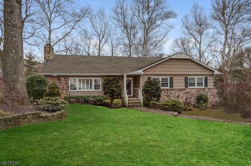 Maison unifamiliale pour l Vente à 1450 FERNWOOD Road Mountainside, New Jersey 07092 États-Unis