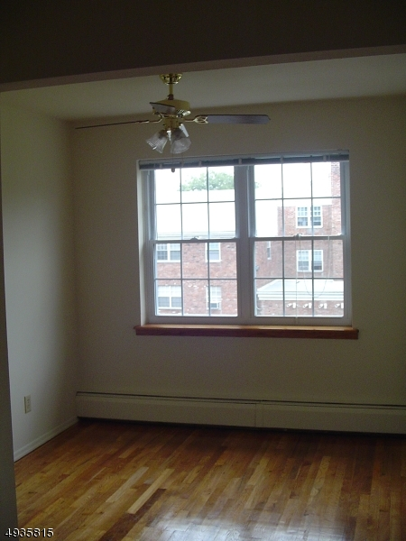 Additional photo for property listing at  Cedar Grove, New Jersey 07009 États-Unis
