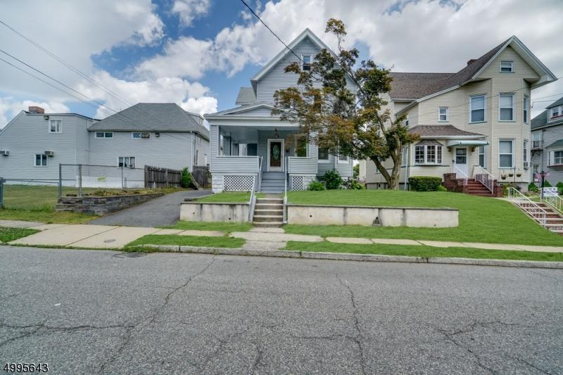 Single Family Homes のために 売買 アット Kearny, ニュージャージー 07032 アメリカ