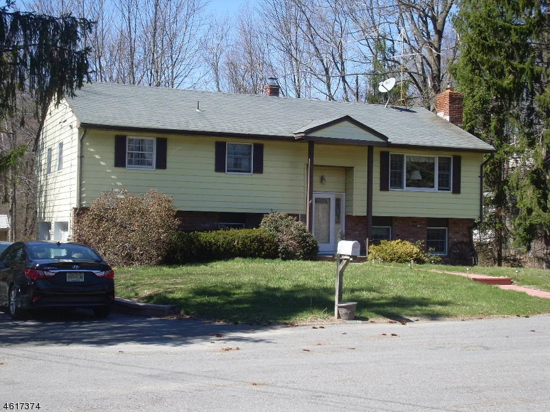 Additional photo for property listing at 9 Saturn Court  Highland Lakes, New Jersey 07422 États-Unis