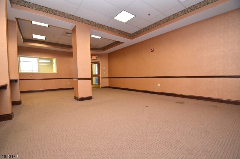 Additional photo for property listing at 755 HWY 22  Phillipsburg, Nueva Jersey 08865 Estados Unidos
