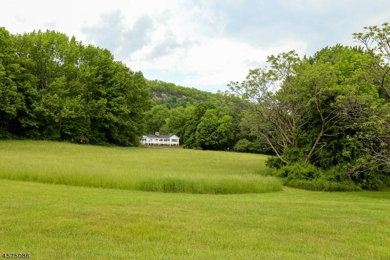 Maison unifamiliale pour l Vente à 7 Risdon Drive Branchville, New Jersey 07826 États-Unis