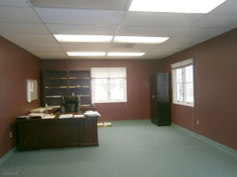 Additional photo for property listing at 23A Clyde Road  Somerset, New Jersey 08873 États-Unis