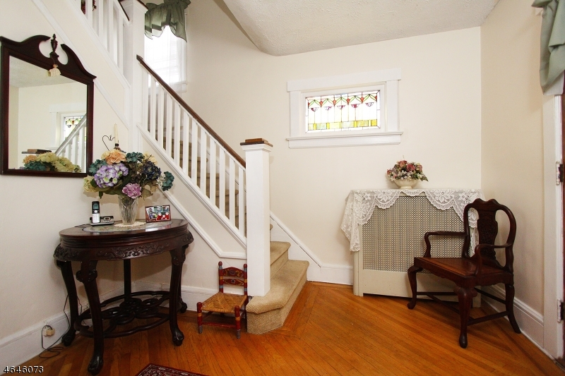 Additional photo for property listing at 114 E Clay Avenue  Roselle Park, New Jersey 07204 États-Unis
