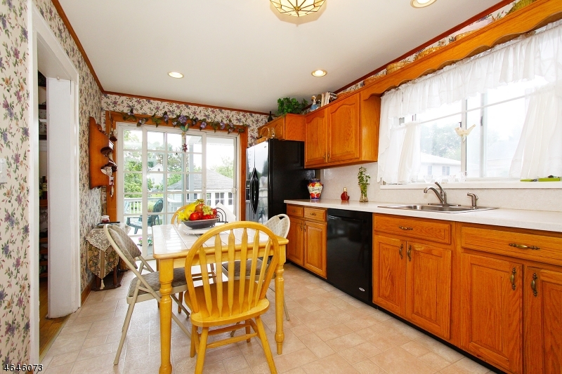 Additional photo for property listing at 114 E Clay Avenue  Roselle Park, New Jersey 07204 United States