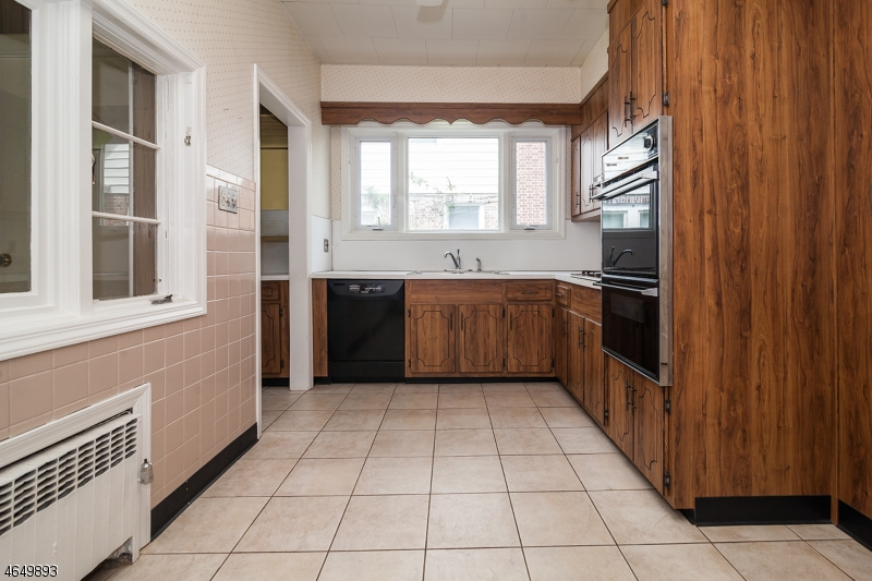 Additional photo for property listing at 105 S Centre Street  South Orange, Nueva Jersey 07079 Estados Unidos