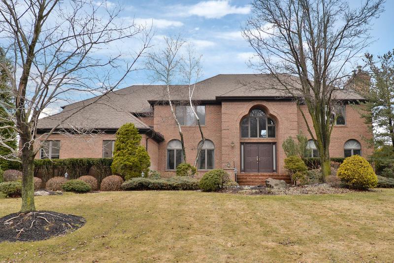Частный односемейный дом для того Продажа на 36 Fox Run Caldwell, 07006 Соединенные Штаты