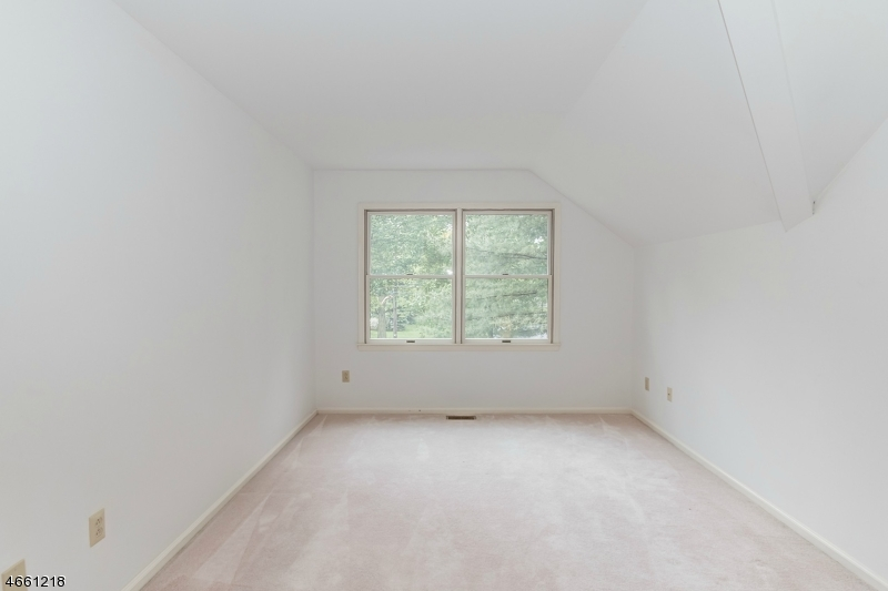 Additional photo for property listing at 12 Park Edge  Berkeley Heights, New Jersey 07922 États-Unis