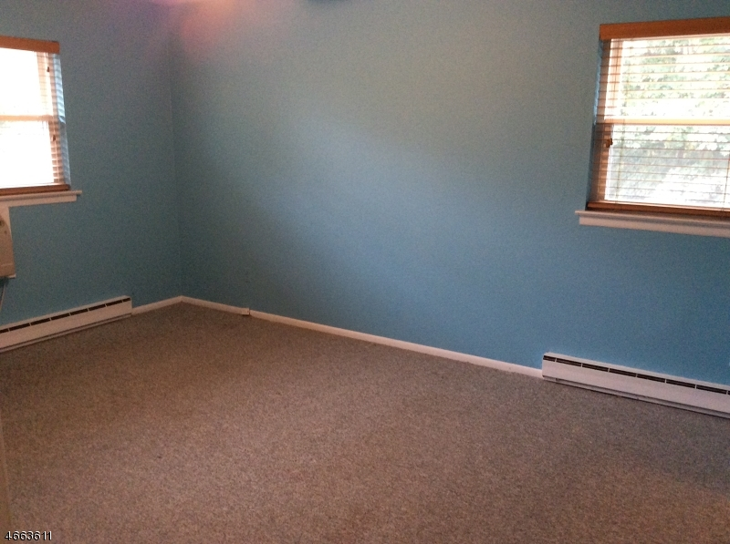 Additional photo for property listing at 17 Lincoln Gdns  Lake Hiawatha, Нью-Джерси 07034 Соединенные Штаты