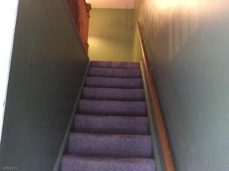 Additional photo for property listing at 17 Lincoln Gdns  Lake Hiawatha, 新泽西州 07034 美国
