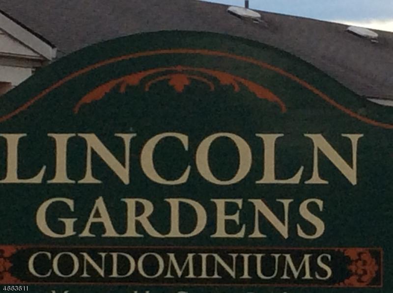 Частный односемейный дом для того Продажа на 17 Lincoln Gdns Lake Hiawatha, Нью-Джерси 07034 Соединенные Штаты