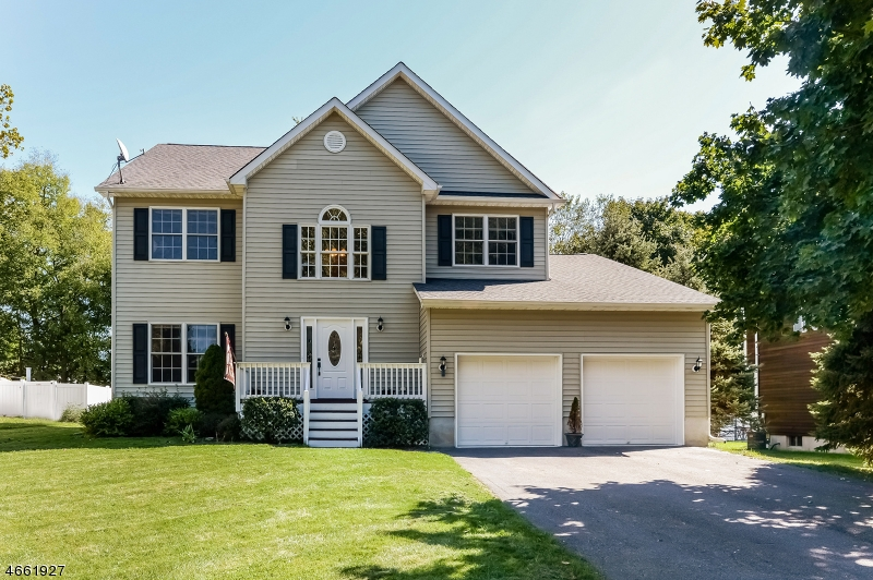 Частный односемейный дом для того Продажа на 908-B LIBERTY Street Belvidere, Нью-Джерси 07823 Соединенные Штаты