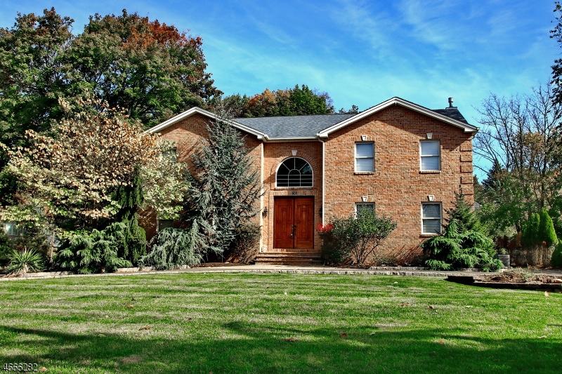 Частный односемейный дом для того Продажа на 243 Ballentine Drive Haledon, 07508 Соединенные Штаты