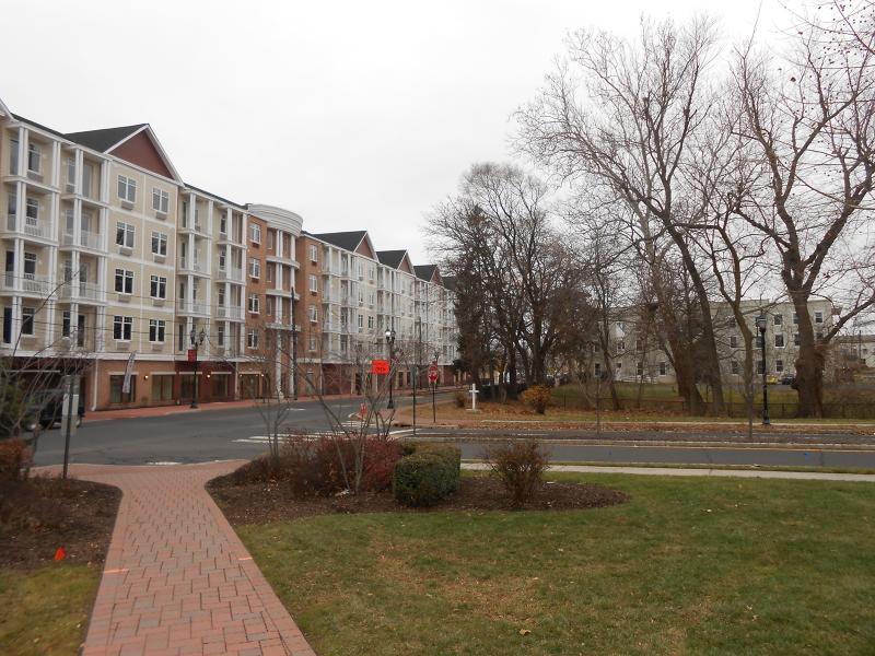独户住宅 为 出租 在 530-548 E MAIN Street Bound Brook, 新泽西州 08805 美国