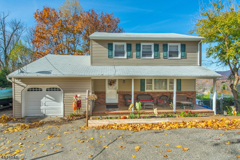 Single Family Home for Sale at 16 Stafford Drive Wanaque, New Jersey 07465 United States