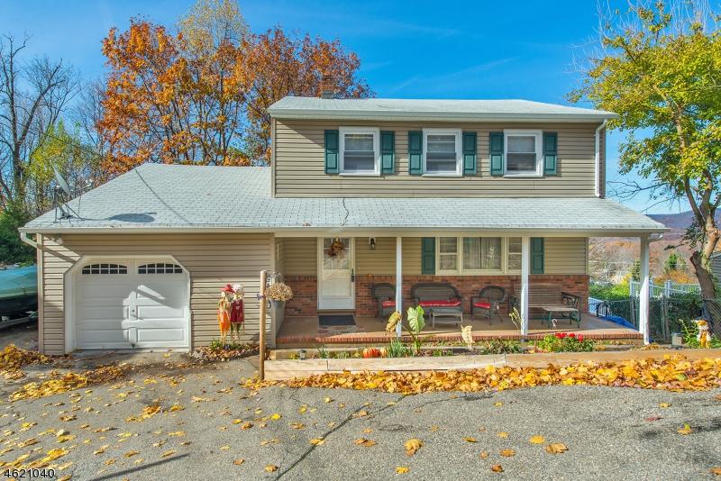 Частный односемейный дом для того Продажа на 16 Stafford Drive Wanaque, Нью-Джерси 07465 Соединенные Штаты