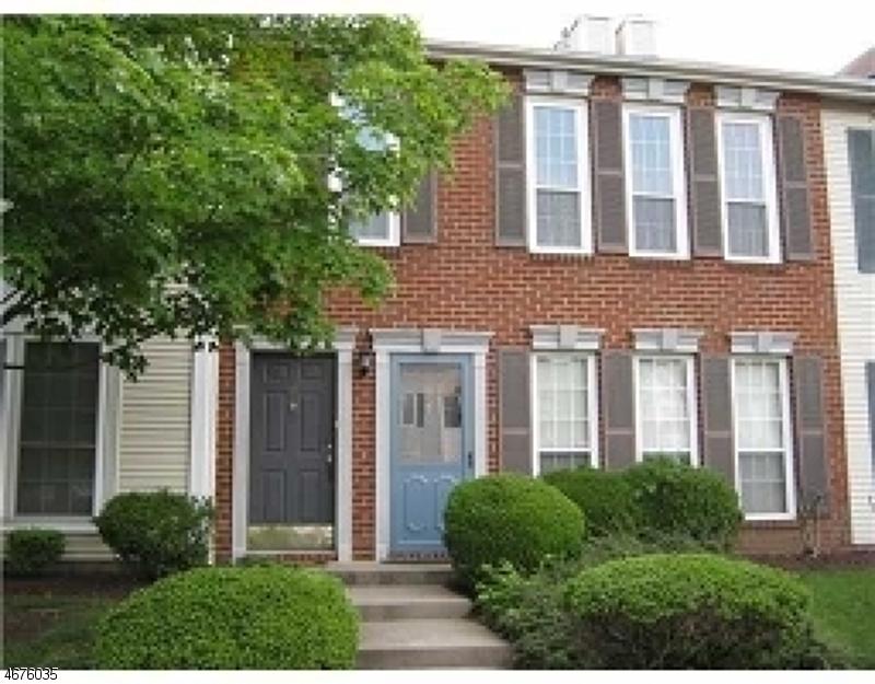 Casa Unifamiliar por un Alquiler en 10 Gregory Lane Franklin Park, Nueva Jersey 08823 Estados Unidos