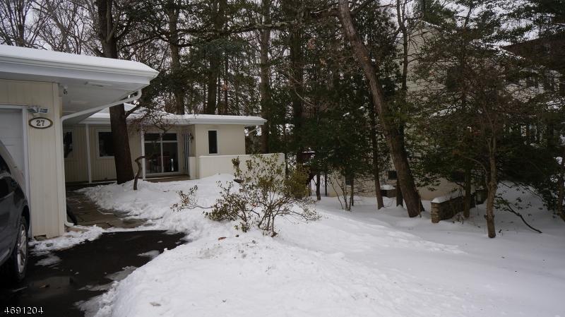 Частный односемейный дом для того Аренда на 27 Great Hills Ter Millburn, Нью-Джерси 07078 Соединенные Штаты