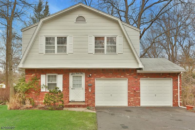 Maison unifamiliale pour l Vente à 784 Oradell Avenue Oradell, New Jersey 07649 États-Unis