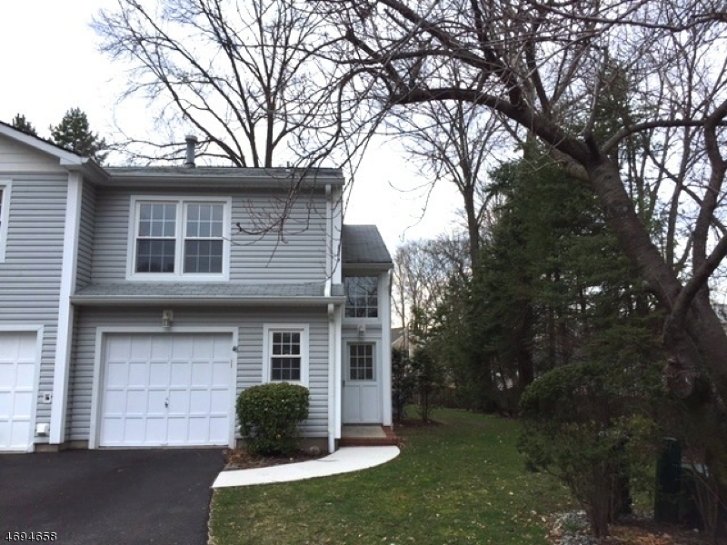 Частный односемейный дом для того Аренда на 48 Crestwood Mews Allendale, Нью-Джерси 07401 Соединенные Штаты