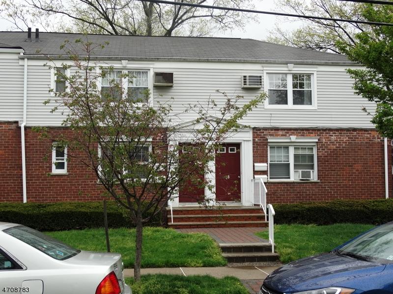 Casa Unifamiliar por un Alquiler en 68 B Hastings Avenue Rutherford, Nueva Jersey 07070 Estados Unidos