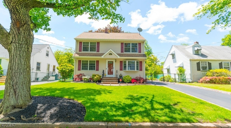 Частный односемейный дом для того Продажа на 1098 Mayfair Drive Rahway, 07065 Соединенные Штаты