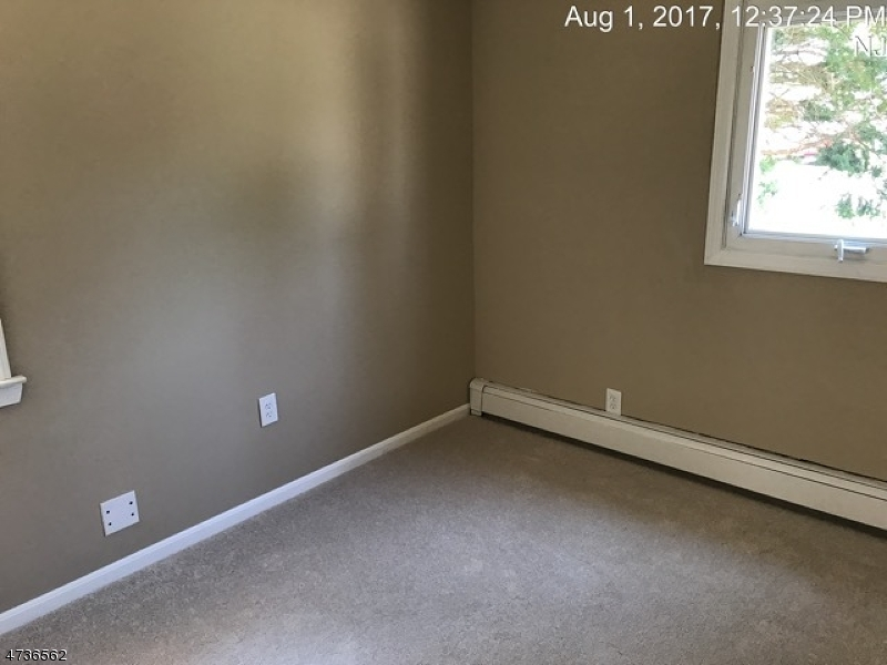 Additional photo for property listing at 10 HOWARD Avenue 10 HOWARD Avenue Rochelle Park, Нью-Джерси 07662 Соединенные Штаты
