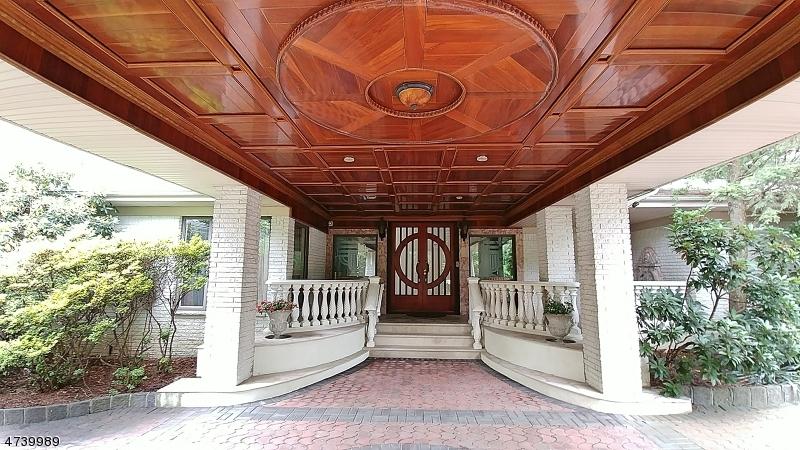 Maison unifamiliale pour l Vente à 30 Vanderbilt Drive Livingston, New Jersey 07039 États-Unis