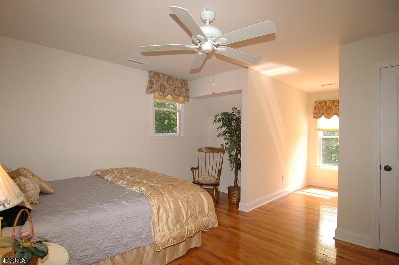 Частный односемейный дом для того Продажа на 16 Cemetery Road Sandyston, 07827 Соединенные Штаты