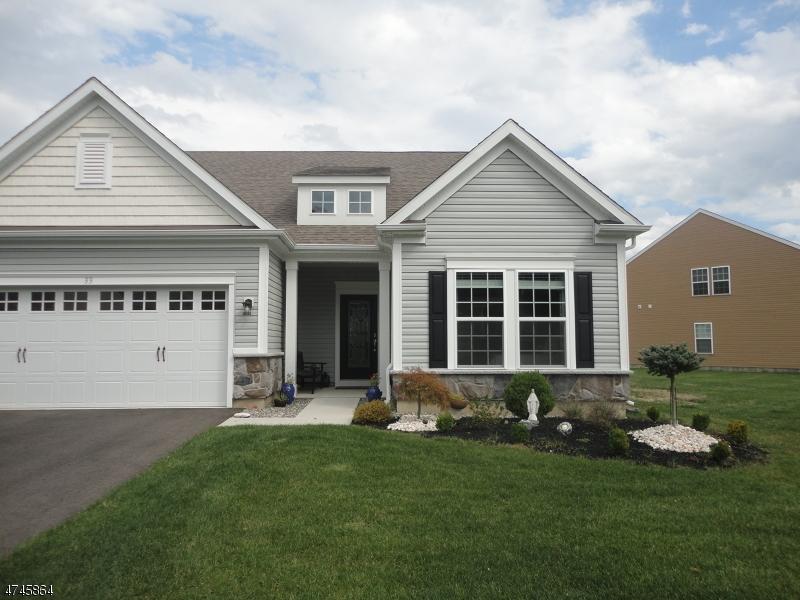 Частный односемейный дом для того Продажа на 33 W Chaucer Lane Howell, Нью-Джерси 07727 Соединенные Штаты