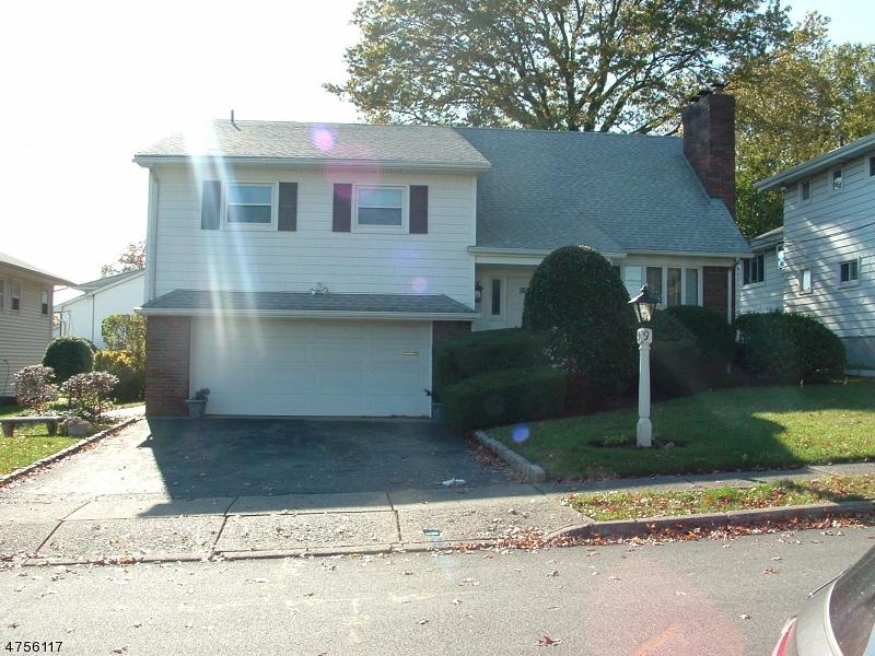 واحد منزل الأسرة للـ Sale في 9 Lynn Drive 9 Lynn Drive Clifton, New Jersey 07013 United States