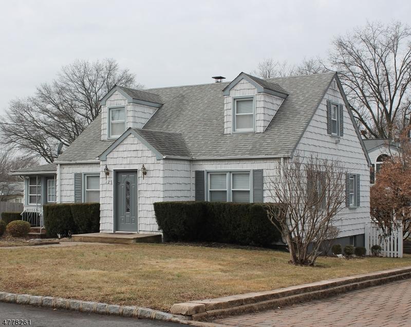 Частный односемейный дом для того Аренда на 127 Ellis Pkwy Piscataway, Нью-Джерси 08854 Соединенные Штаты