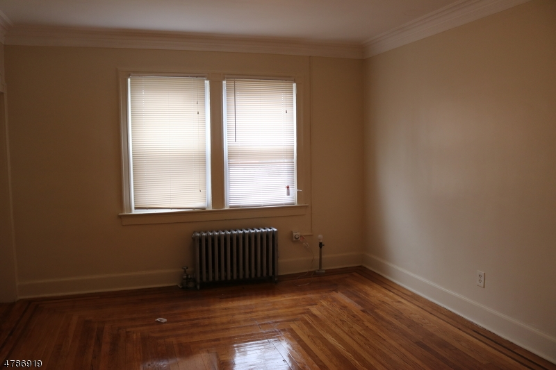 多戶家庭房屋 為 出售 在 417 Dodd Street East Orange, 新澤西州 07017 美國