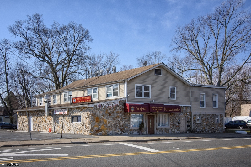 Villas / Townhouses for Sale at 195 Mountainview Blvd 195 Mountainview Blvd Wayne, New Jersey 07470 United States