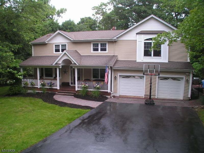 Частный односемейный дом для того Продажа на 11 ALGONQUIN Trail Oakland, Нью-Джерси 07436 Соединенные Штаты