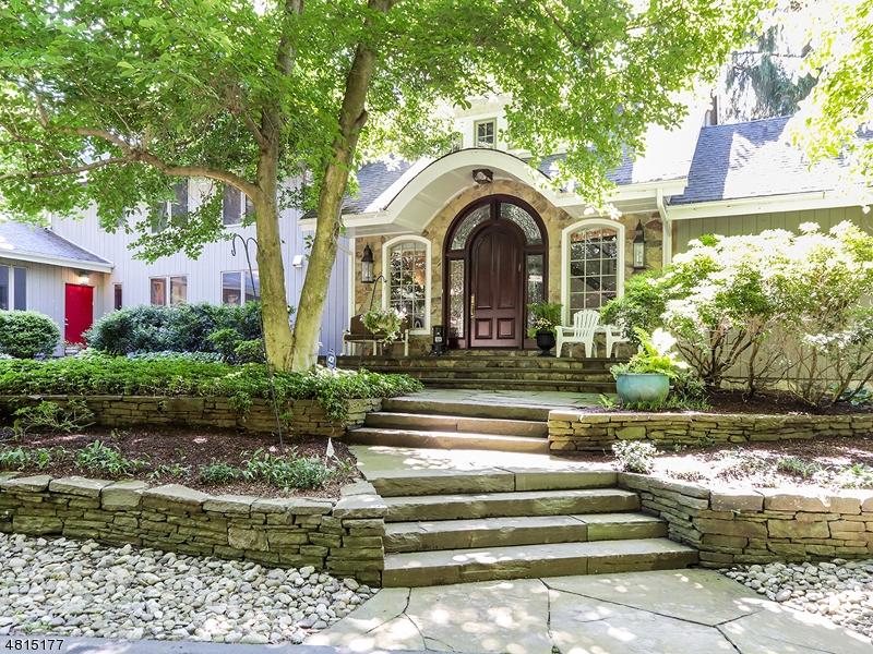 独户住宅 为 销售 在 21 MIDVALE MOUNTAIN Road 莫瓦, 新泽西州 07430 美国