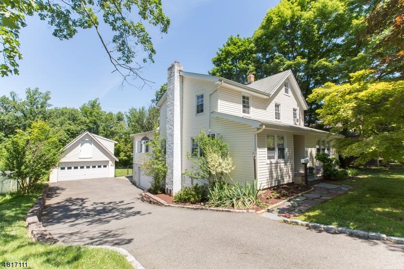 Nhà ở một gia đình vì Bán tại 164 BOWDEN Road Cedar Grove, New Jersey 07009 Hoa Kỳ