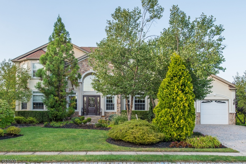 Tek Ailelik Ev için Satış at 18 S HAMPTON Drive Fairfield, New Jersey 07004 Amerika Birleşik Devletleri